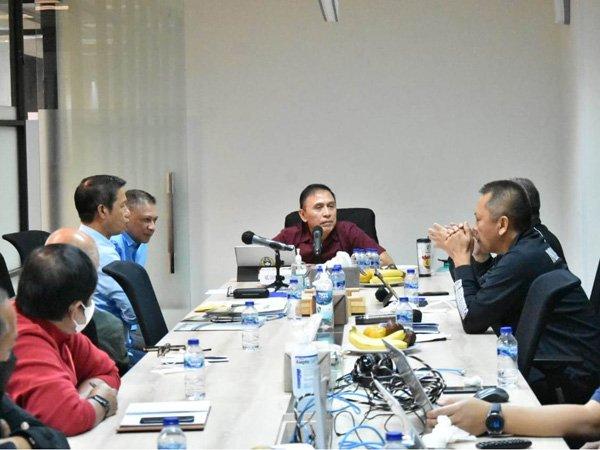 Ketua Umum PSSI, Mochamad Iriawan memimpin rapat jelang Liga 2