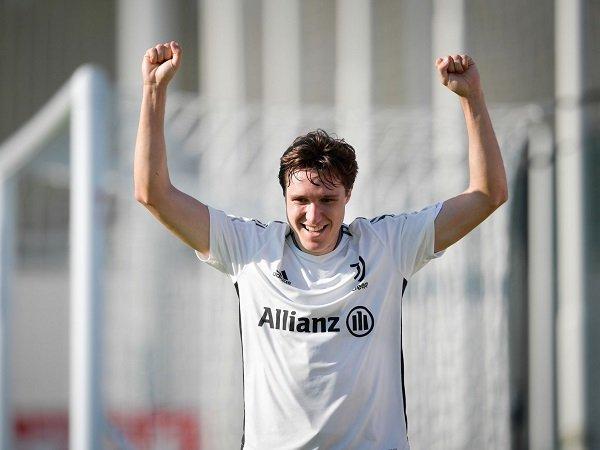 Federico Chiesa latihan lagi bersama Juventus.