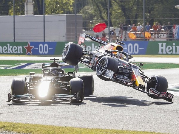 Toto Wolff ingatkan Hamilton dan Verstappen agar lebih tahan emosi di lintasan.