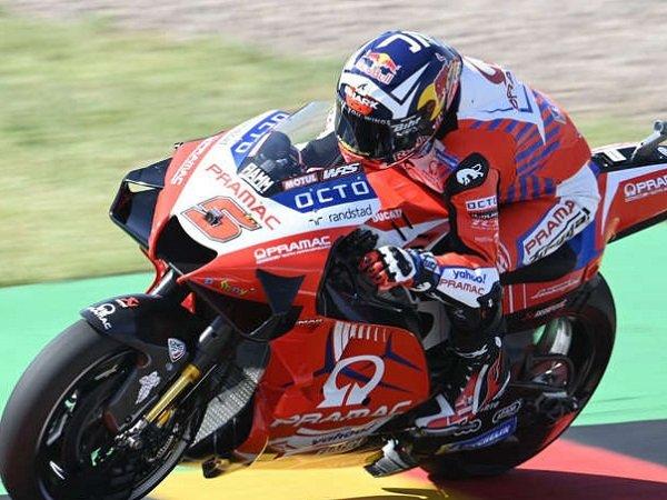 Hasil mengejutkan dibuat Pramac Racing, Johann Zarco.