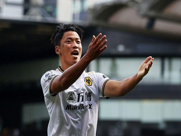 Hwang Hee-Chan meluapkan kebahagiaannya usai mencetak satu gol saat Wolves menang 2-0 atas Watford di pekan keempat Premier League (11/9) / via Getty Images