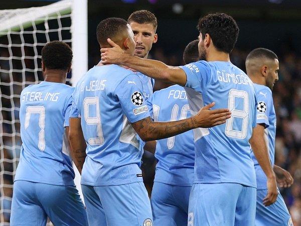 Manchester City kembali ke Premier League dengan jamu Southampton.