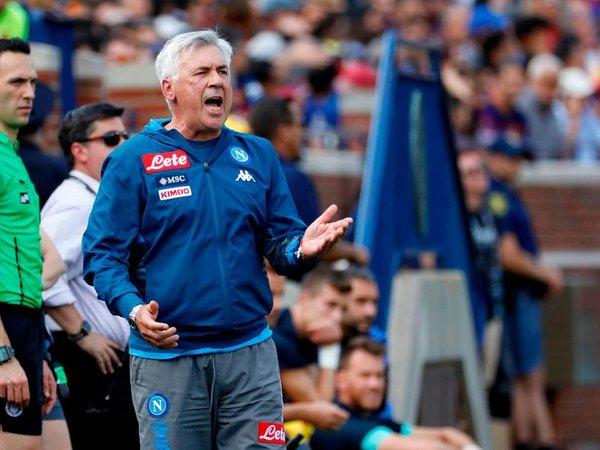 Carlo Ancelotti mengaku jika dirinya merasa tak nyaman saat menukangi Napoli beberapa musim yang lalu / via Getty Images