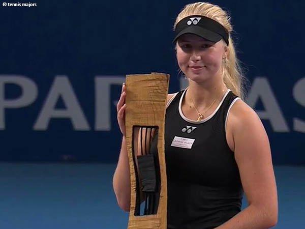 Clara Tauson naik podium juara Luxembourg Open 2021