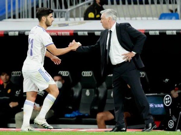 Pelatih Real Madrid, Carlo Ancelotti bersama Marco Asensio. (Images: Getty)