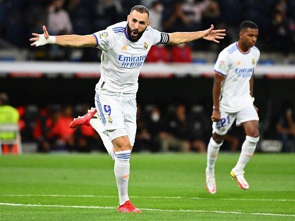 Karim Benzema pecahkan berbagai rekor usai bantu Real Madrid bantai Mallorca 6-1.