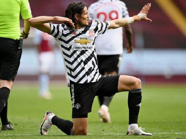 Edinson Cavani akan absen saat MU jamu Aston Villa