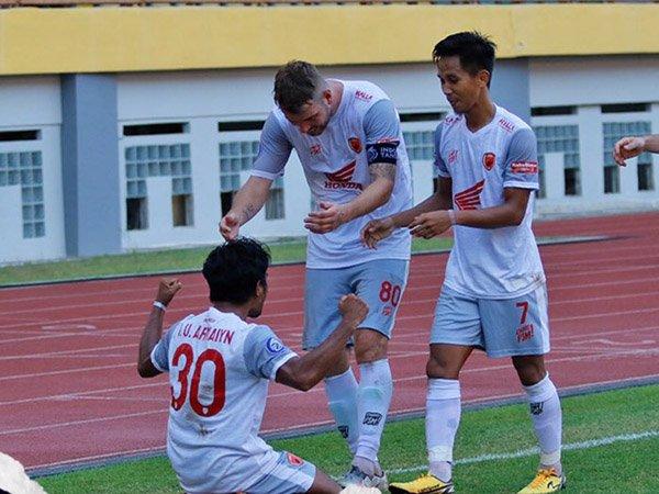 Ilham Udin Armaiyn merayakan gol ketiga PSM Makassar ke gawang Persik Kediri
