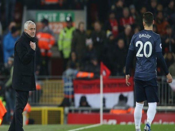 Jose Mourinho dan Diogo Dalot semasa masih bekerja sama di Manchester United beberapa musim silam / via Getty Images