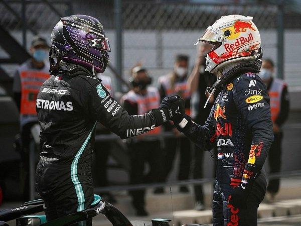 Max Verstappen tetap santai walau sedang bersaing sengit dengan Lewis Hamilton.