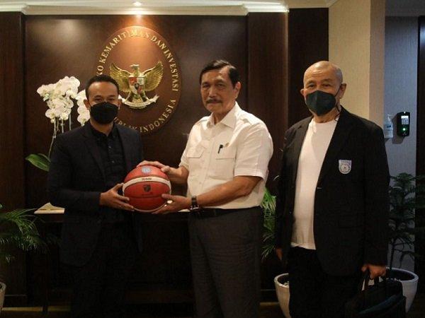 Direktur Utama IBL, Junas Miradiarsyah ketika menemui Luhut Binsar Pandjaitan. (Images: IBL)