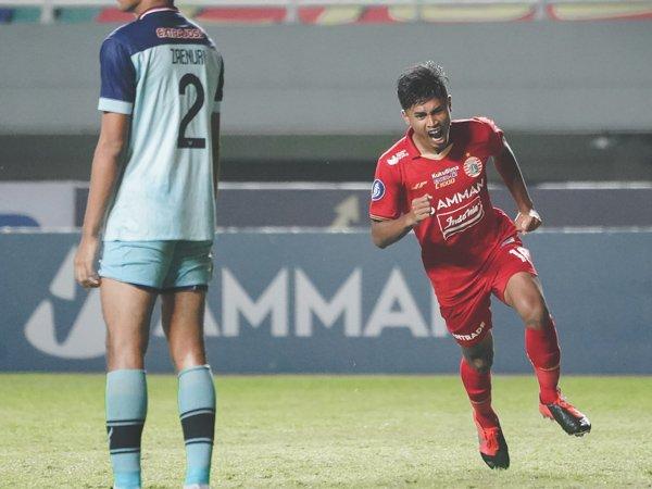 Pemain Persija Jakarta Alfriyanto Nico merayakan gol ke gawang Persela Lamoangan