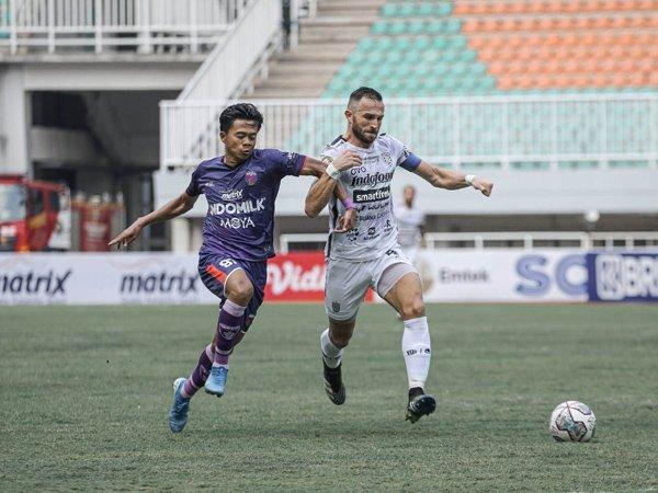 Penyerang Bali United, Ilija Spasojevic yang berhasil mencetak dua gol ke gawang Persita Tangerang