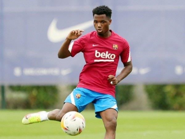 Ansu Fati kembali ke skuat Barcelona setelah 10 bulan.