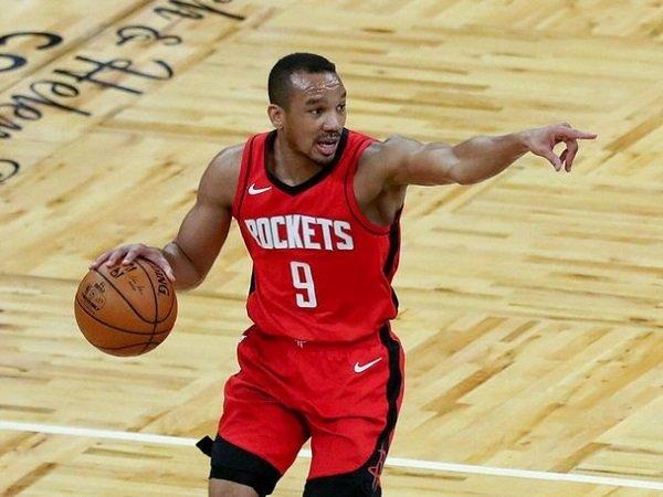 Golden State Warriors rekrut Avery Bradley untuk ikuti pemusatan latihan.