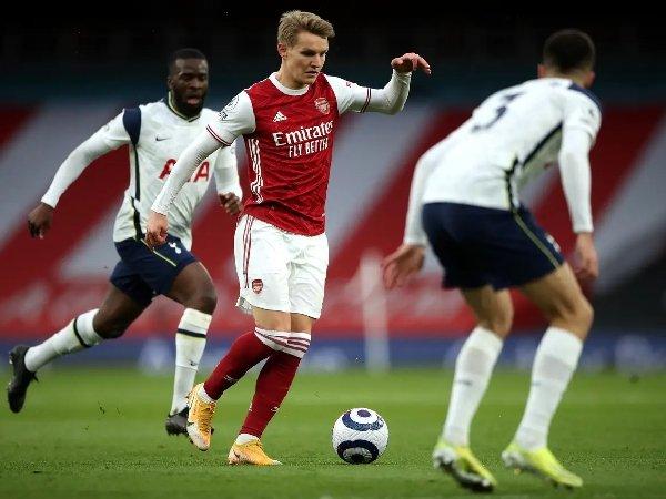 Martin Odegaard mencetak gol ke gawang Tottenham musim lalu