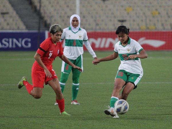 Timnas wanita Indonesia saat menghadapi Singapura