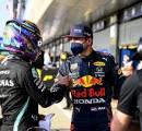 Bersaing Ketat Dengan Verstappen, Lewis Hamilton Ngaku Sering Menahan Diri