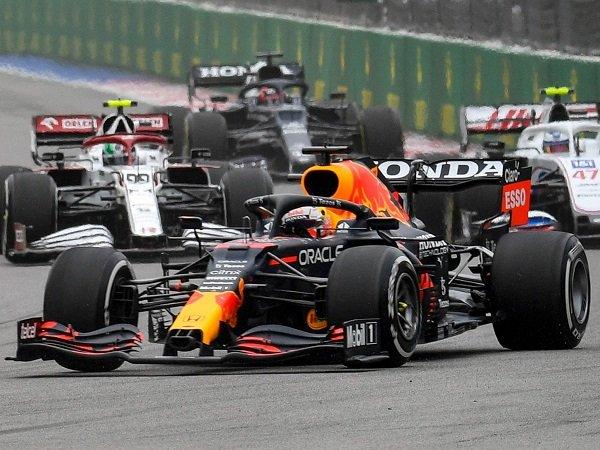 Hasil GP Rusia dari Max Verstappen sudah cukup buat Christian Horner sumringah.