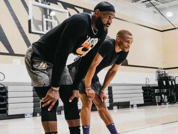 LeBron James tak ragu bisa bentuk kerjasama solid dengan Russell Westbrook.