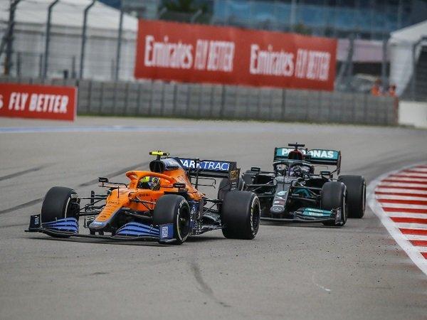 Lewis Hamilton beri pujian besar kepada Lando Norris yang hampir menang di Sochi.
