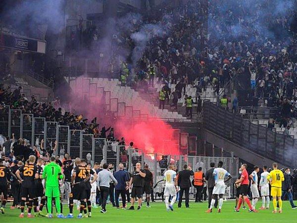 Laga Marseille vs Galatasaray sempat tertunda karena pendukung rusuh