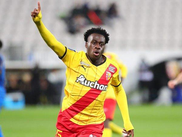 Arnaud Kalimuendo bantu Lens perkecil selisih poin dengan PSG dengan mengalahkan Reims