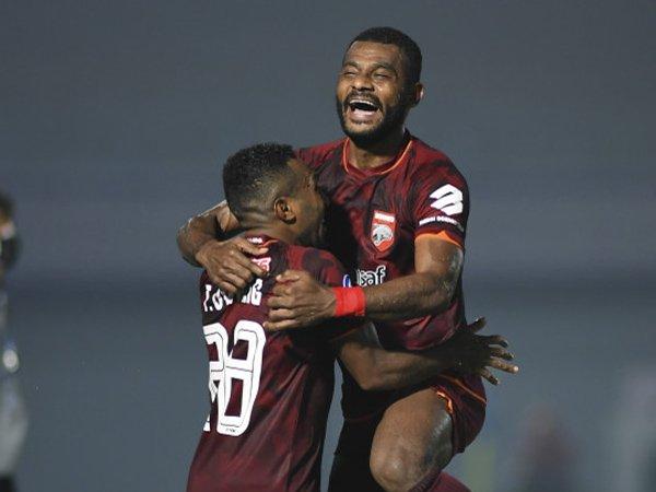 Terens Puhiri merayakan gol ke gawang Bali United