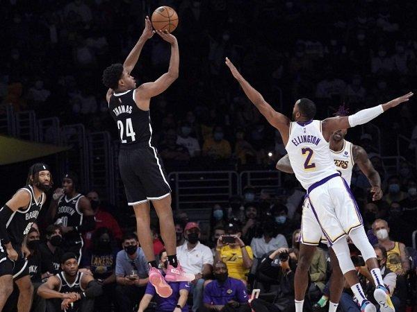 Brooklyn Nets kalahkan L.A Lakers di laga preseason perdana.