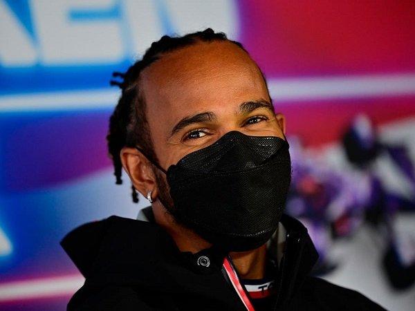 Lewis Hamilton belum mau dipanggil sebagai legenda.