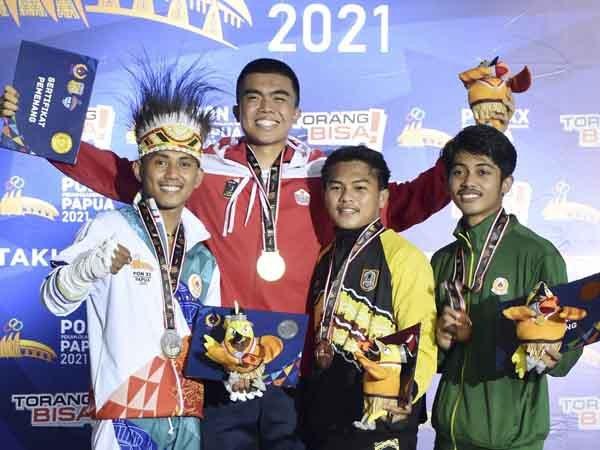 Pemain muda Persija Jakarta, Muhammad Uchida meraih medali emas di PON XX Papua
