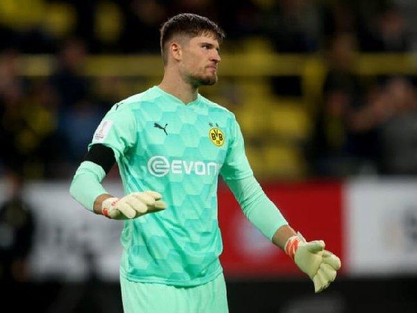 Karena cedera lutut, kiper Borussia Dortmund, Gregor Kobel, batal bela timnas Swiss.