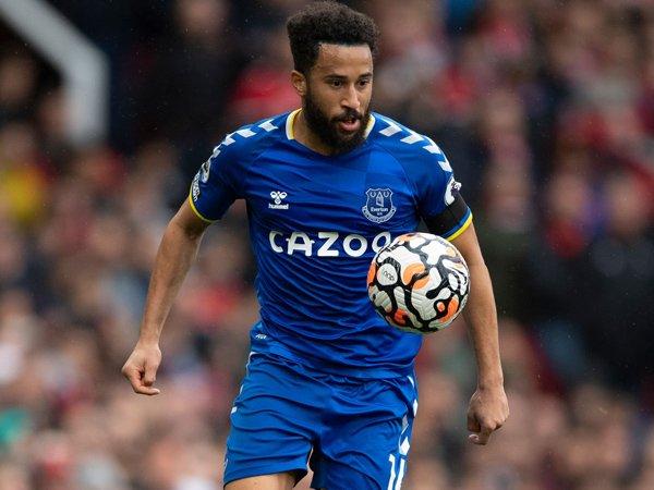 Striker Everton, Andros Townsend.