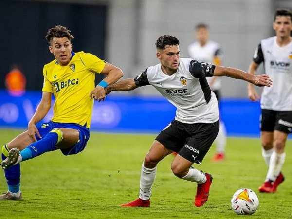 Gelandang Valencia, Hugo Duro saat melawan Cadiz.