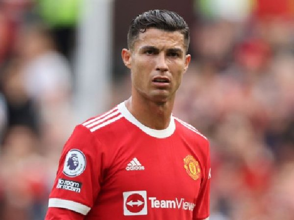 Jamie Carragher meyakini bahwa Cristiano Ronaldo justru membuat masalah di MU makin buruk