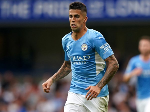 Bek sayap Manchester City, Joao Cancelo.