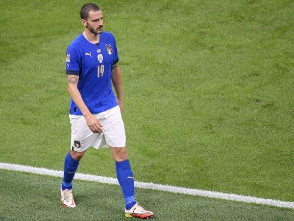 Leonardo Bonucci meminta maaf atas kartu merahnya kontra Spanyol.