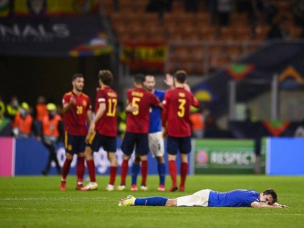 Italia harus relakan rekor tak terkalahkan melayang di tangan Spanyol.