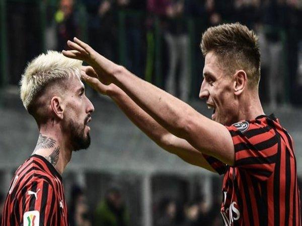 Samu Castillejo (kiri), dilaporkan menjadi salah satu dari dua pemain yang bakal dilepas oleh AC Milan di bursa transfer Januari / via AFP