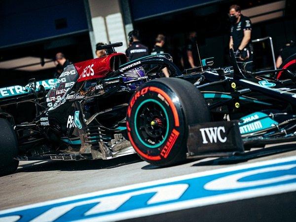 Lewis Hamilton torehkan waktu terbaik di FP1 F1 GP Turki.
