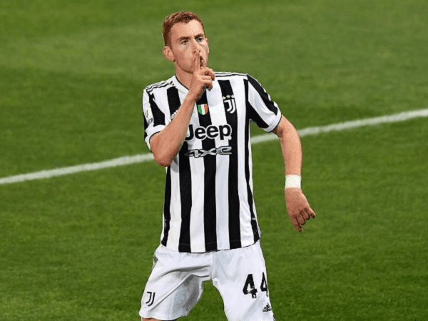 Dusan Vlahovic akan datang, Juventus segera jual Dejan Kulusevski.