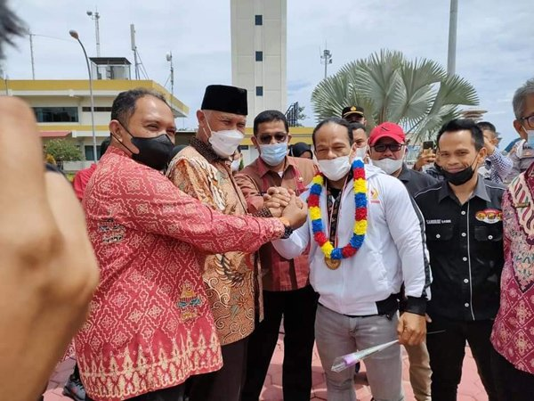 Gubernur Sumbar, Mahyeldi sambut kepulangan Iwan Samurai bersama atlet lain di BIM