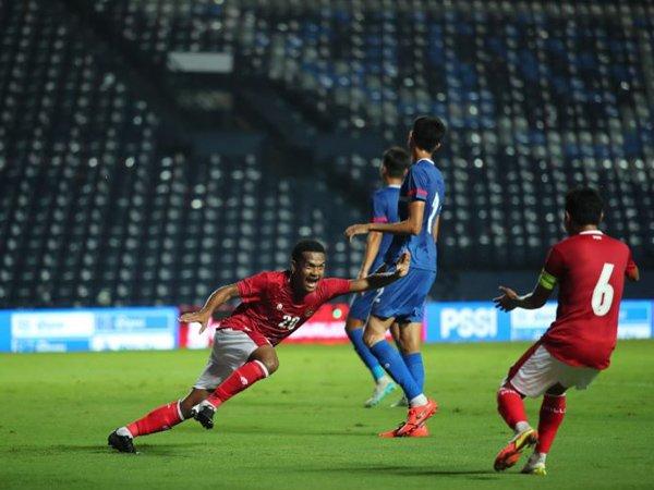 Penyerang timnas Indonesia, Ramai Rumakiek merayakan gol ke gawang Taiwan