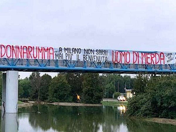 Banner Curva Sud Milan untuk Gianluigi Donnarumma