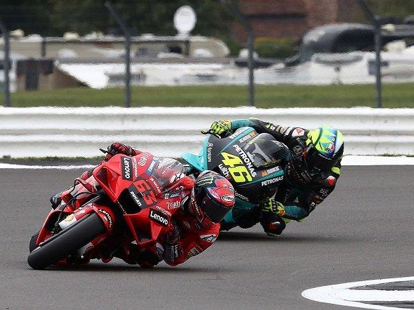 Francesco Bagnaia akui sangat sulit baginya untuk selevel dengan Valentino Rossi.