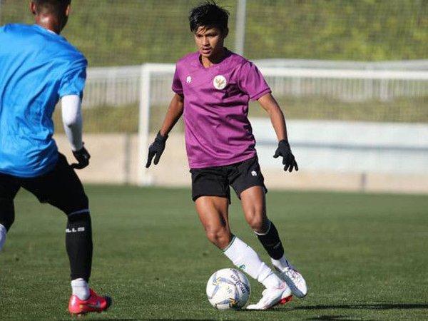 Gelandang muda Semen Padang FC, Genta Alparedo