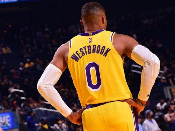 Point guard Los Angeles Lakers, Russell Westbrook melakukan debut melawan Golden State Warriors. (Images: Getty)