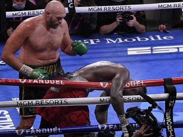 Deontay Wilder terlihat terkapar ketika melawan Tyson Fury. (Images: Getty)