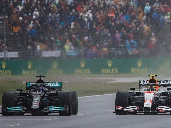 Helmut Marko Kritik Cara Membalap Hamilton ketika Duel dengan Perez