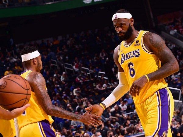 LeBron James enggan pusingkan hasil buruk Lakers di laga pramusim.